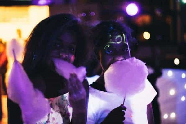 Uv-candyfloss-with-two-kids-600x400